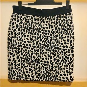 B/W patterned pencil skirt Size 6